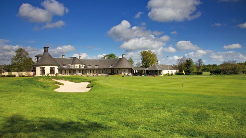 @@ A18 green clubhouse